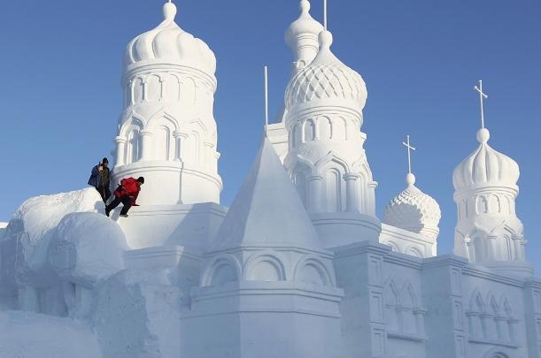 snow-sculpture-church