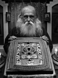 Archpriest Boris Kritsky (+1989) with the Kursk-Root Icon
